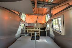 lightweight cricket cer trailer sleeps family of 4 curbed