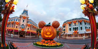 watch disney world get a halloween makeover screen rant