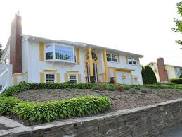 beautiful and peaceful resort like split level house for non