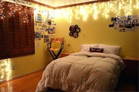 how to hang lights from ceiling best way to hang lights in bedroom hang lights in bedroom club ways