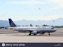United Airline Stock United Airlines Airbus A320 Arrives At Phoenix Sky Harbor Stock