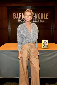 Barn Noble Unstoppable U0027 Barnes U0026 Noble At The Grove Book Signing 2017 Maria