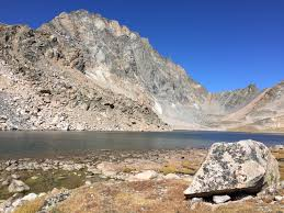 moon lake hikes in the beartooth mountains