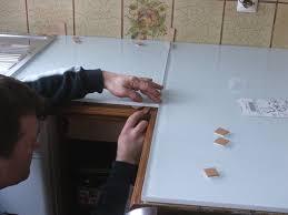 avec quoi recouvrir un plan de travail de cuisine rhabiller sa cuisine en plaques de verre galerie photos d