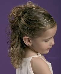 Hochsteckfrisurenen Einfach F Locken by Einfache Teilweise Hochgesteckte Frisur Für Mädchen Mit