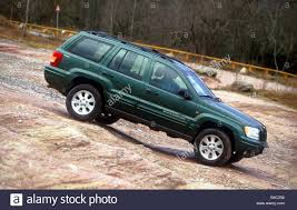 green jeep cherokee car chrysler jeep grand cherokee 4 7 cross country vehicle