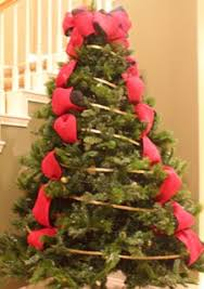 different ways to add ribbon garland to a christmas tree ribbon