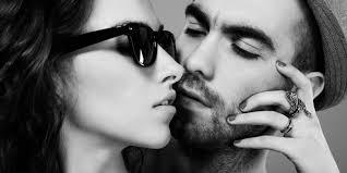 3 gaya berciuman yang membuat pria tergila gila kompas com