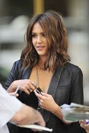 show me a picture of brandys bob hair style in the game jessica alba rocks the long wavy bob hairstyle brandy babes are