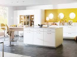 mortier cuisine bois comptoir en bois noir élégant comptoir blanc de granit plafonnier