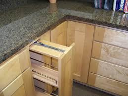 light maple shaker cabinets maple shaker