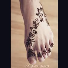 and a cute little foot design for a u0027s first time having henna