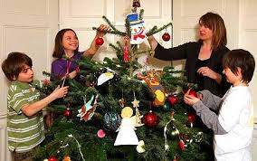 decorate christmas tree the do s and don ts of christmas tree decorating telegraph