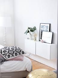 Lampen Fuer Schlafzimmer Trend Update Monstera Blatt Goldene Lampe Und Schwarz Weiß