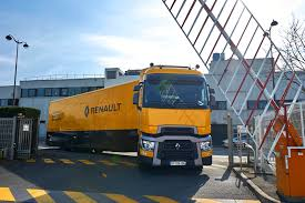 renault f1 tank biglorryblog the range t is heading for the f1 paddocks this