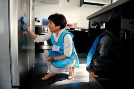 femme de chambre nantes viva menage une femme de ménage vivaservices à domicile