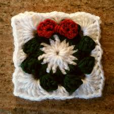 how to crochet a christmas wreath grannie square tutorial