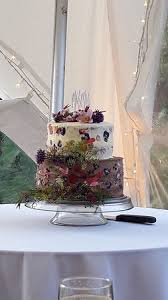 just to add to our review our fantastic wedding cake thank you
