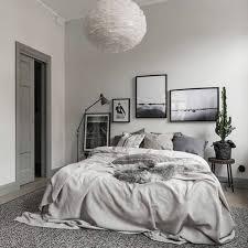 deco scandinave chambre déco linge de lit différentes nuances du gris suspension