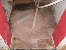 Schimmel Im Schlafzimmer Am Boden Boden Wand Feucht Und Schimmel Neben Bodenluke