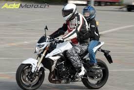 si e enfant scooter peut on transporter un enfant sur une moto oui sous certaines