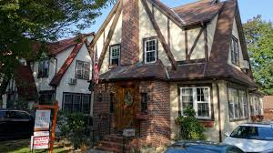 investor buys donald trump u0027s childhood home hopes to flip it