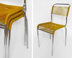 chaises jaunes les traficoteuses chaises scoubidou jaunes