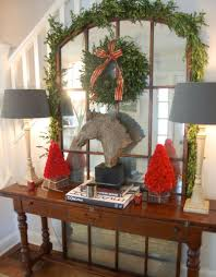 7 Christmas Entryway Décor Ideas