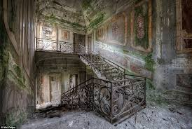 Most Beautiful English Castles Haunting Photos Of Abandoned Mansions Where Time Stands Still