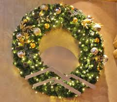 tealeaf berry boxwood wreath 2 chagne gold potted