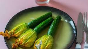cuisiner les fleurs de courgette fleurs de courgettes farcies au fromage de chèvre recette par