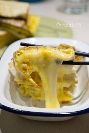 r馮lette cuisine 吃泥土 泥巴不奇怪 再搭配一杯沼澤 爆漿的三種起司蛋餅超誇張