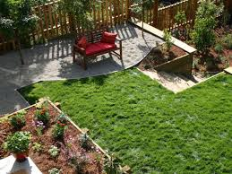 afforable simple design of the backyard can be decor with concrete