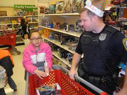 kids shop with cops for holiday gifts