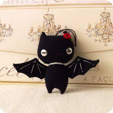 how to make spooky halloween trees halloween bat ornament pdf pattern on luulla