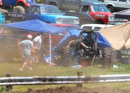 monster truck mud bogging videos spectators hurt when truck plows into crowd at mud event wcco