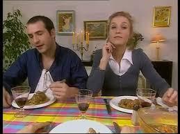 un gars une fille dans la cuisine un gars une fille déjeunent chez la mère dailymotion
