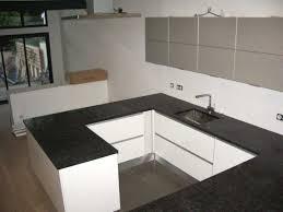 cuisine blanche plan de travail noir cuisine blanc mur inspirations et cuisine blanche plan de travail