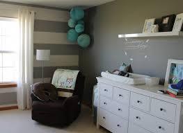 babyzimmer weiß grau babyzimmer graustreifen amocasio