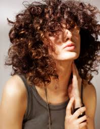 quelle coupe pour cheveux pais coiffure cheveux frisés et épais cheveux frisés nos plus
