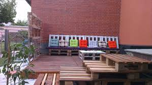 Furniture For Outdoors by 15 Diy Pallet Furniture For Outdoors 99 Pallets