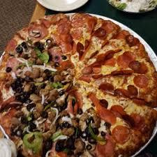 round table pizza fontana round table pizza 35 photos 53 reviews pizza 7201 archibald