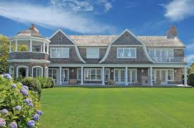 gambrel style confidential gambrel style homes rooflines shingle htons www