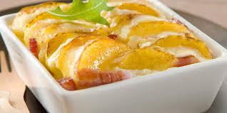 pommes de terre en robe de chambre au four gratin de pommes de terre aux lardons et à la béchamel facile et