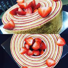 christophe cuisine le fraisier roulé à séoul par christophe renou mof valrhona