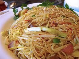 cuisiner vermicelle de riz recette vermicelles sautés à la singapourienne recettes