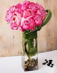 wedding anniversaries which flower to gift