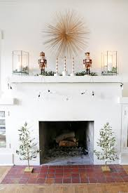 How To Style Your Mantel For A Modern Holiday Look Cosas