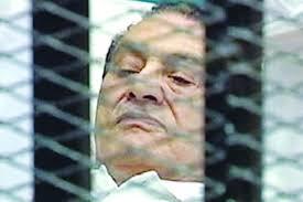 «الثوار» يطاردون «مبارك» ويحاصرون منازله