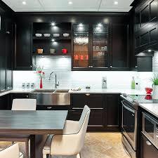 comptoir de cuisine ikea table comptoir cuisine cuisine transitionnelle avec armoires noirs